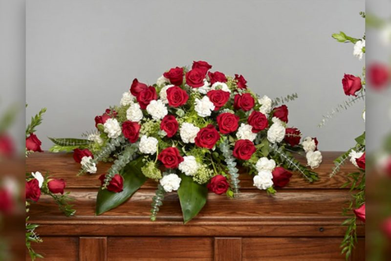 Roses and carnationss Casket Spray new 800x534 - Roses and Carnations Casket Spray